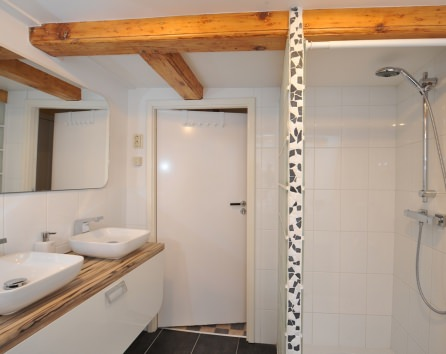 Modern baths are available in short-stay apartments in Amsterdam